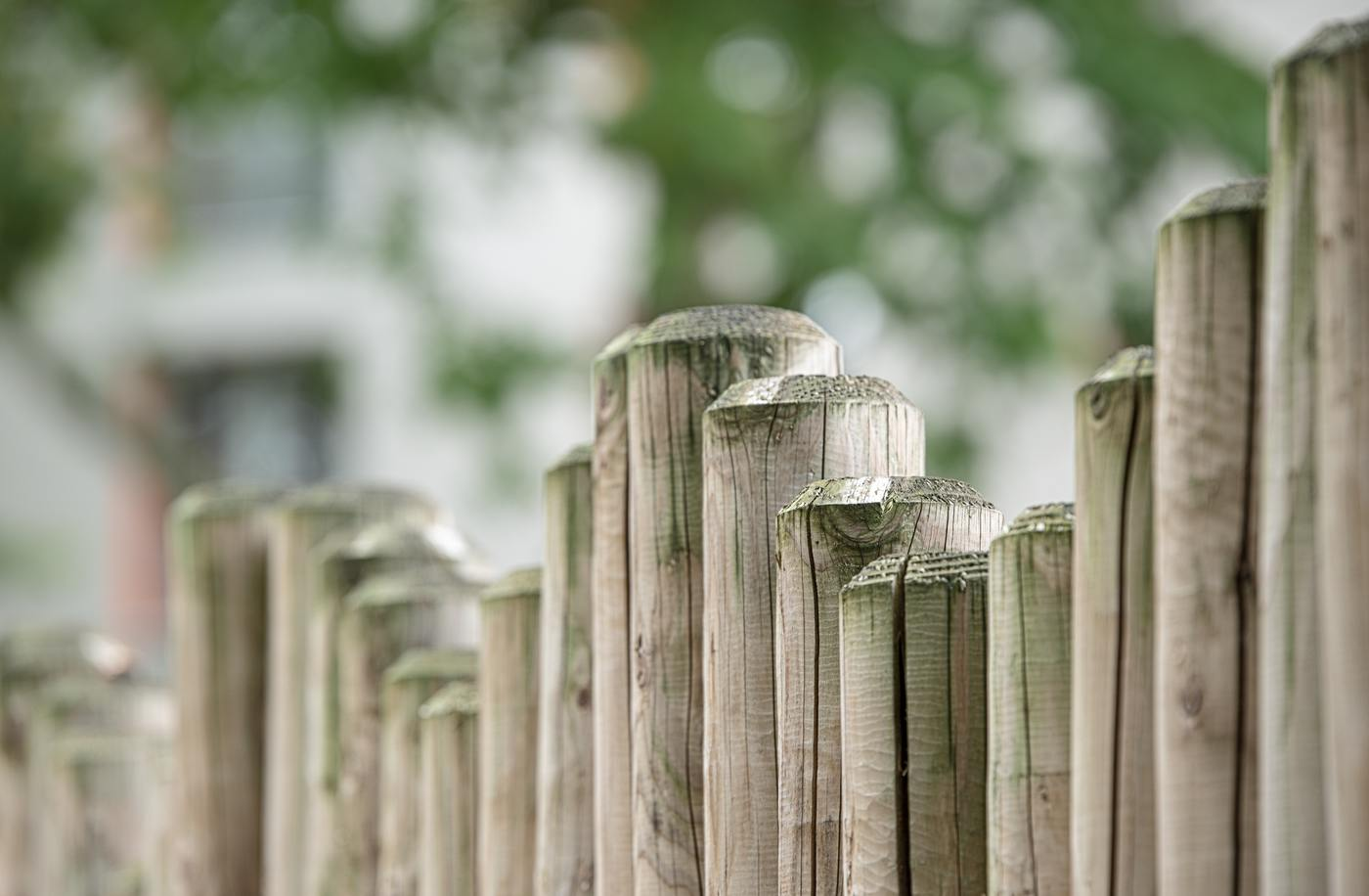 How to Choose an Attractive Garden Fence