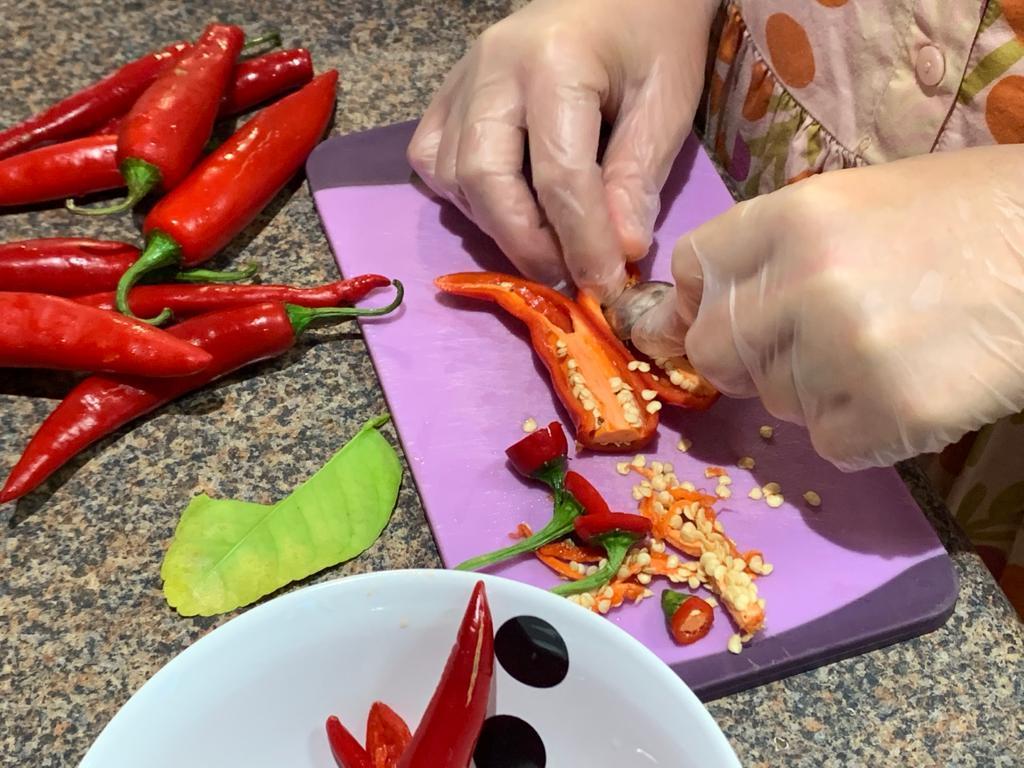 deseeding chilli